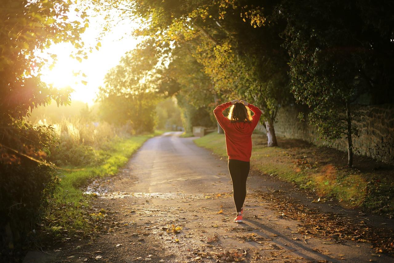 Spor Salonlarına Gitmeden Egzersiz Yaparak Sağlıklı Yaşamanın 8 Yolu