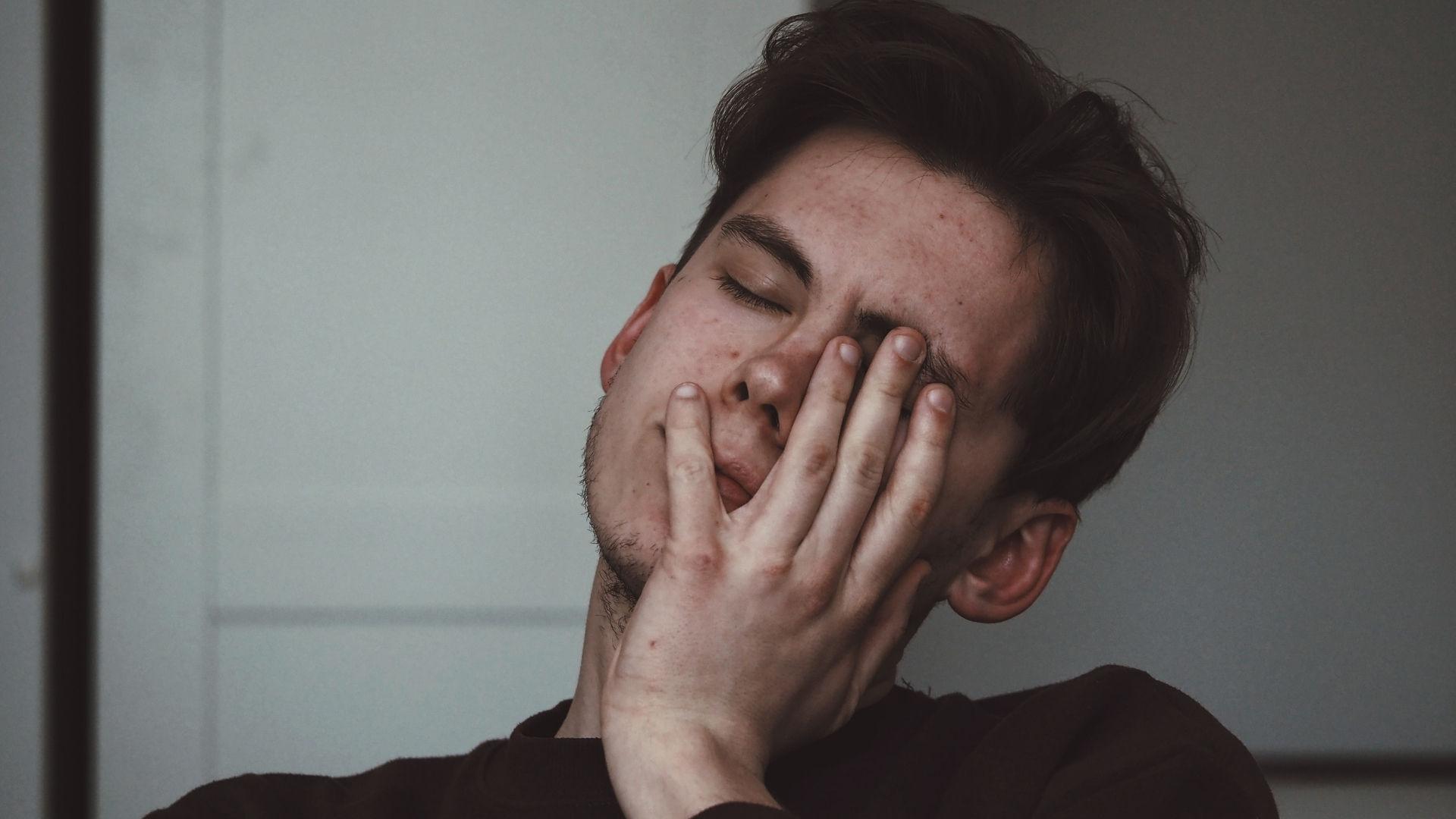 İnsanın Yapmak İstediklerinin Önündeki En Büyük Engel Olan Yorgun Hissetmenin 9 Nedeni