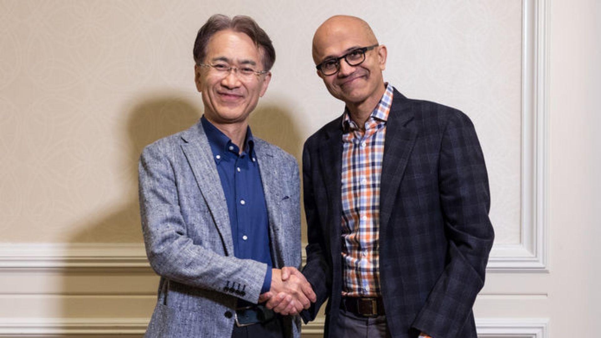 """Rakip olan Sony ve Microsoft Ortak """"Düşmana"""" Karşı Birleşti"""