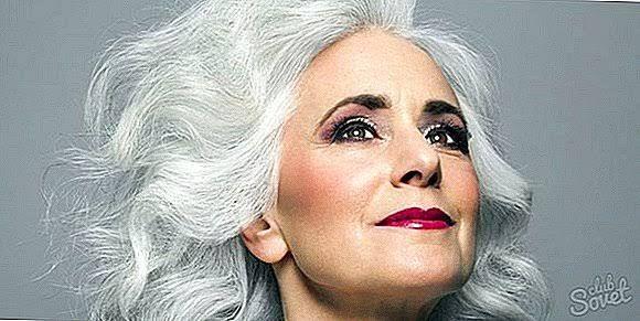 saçı beyazlamış yaşlı kadın