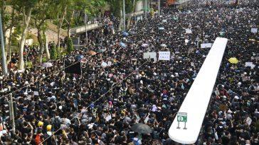 sokakta insan kalabalığı